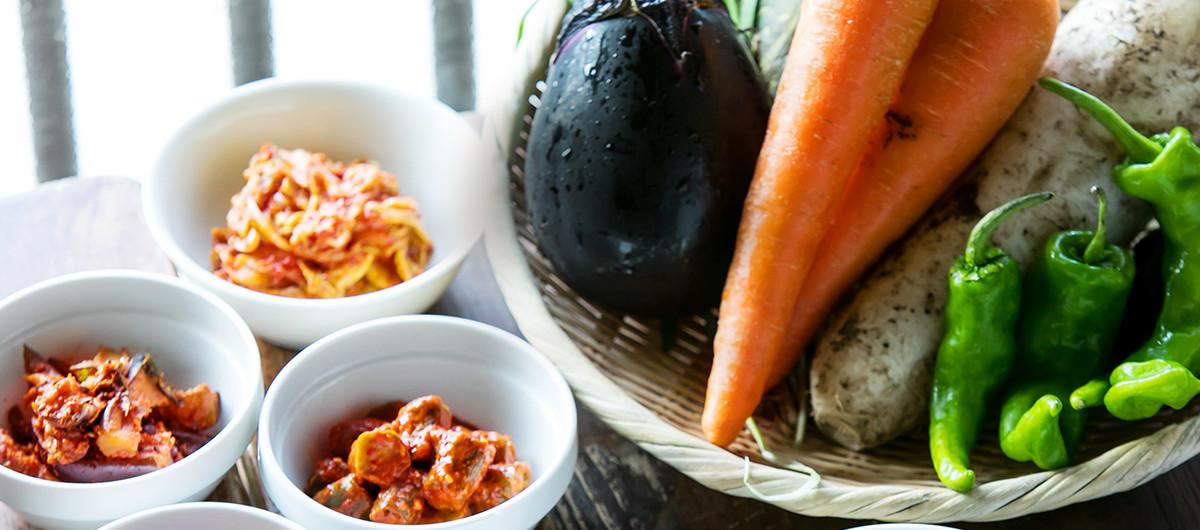 野菜と果実の自然な美味しさ無添加ベジキムチ甘味料は使わず、リンゴやレーズンなどの自然な甘みでとことん無添加にこだわったベジキムチです。